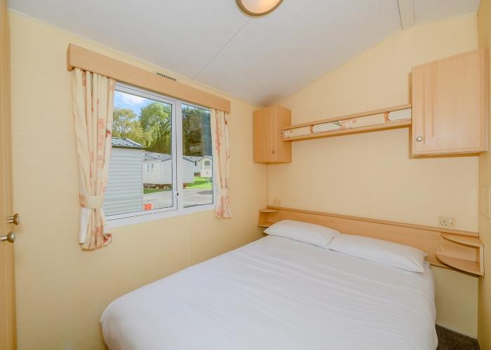 Shaldon Bronze master bedroom