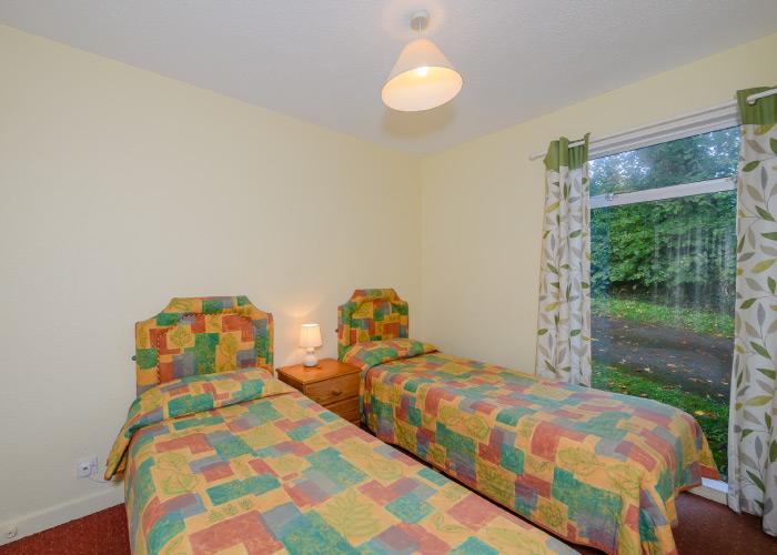 Sloop Bronze twin bedroom